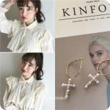 韩国仿珍珠十字架耳圈