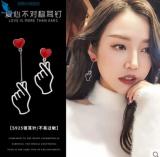s925银针韩国个性时尚镂空不对称比心手势耳钉耳饰