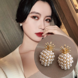 S625银针韩国简约小巧珍珠菠萝气质短款高级感耳钉