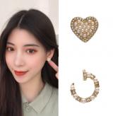 S925银针韩国东大门不对称珍珠爱心气质简约满钻小巧耳钉