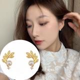 S925Z银针韩国复古温柔精致树叶珍珠镶锆石耳钉