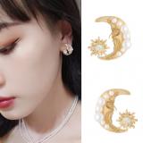 S925银针韩国复古月亮个性抽象人脸设计感气质小巧珍珠耳钉