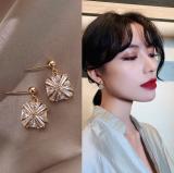 S925银针韩国新款网红气质方块锆石闪亮耳钉