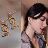 S925银针韩国小熊珍珠2020新款网红气质满钻个性耳钉