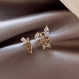 S925银针韩国萝卜兔子可爱简约小巧镶钻气质女不对称设计耳钉