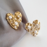 S925银针韩国艺术感唯美不平滑表面爱心大气镶珍珠耳钉女