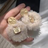 S925银针韩国秋冬羊羔毛夸张圆形哑金高级感温暖毛球耳环