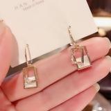 S925银针韩国东大门小众气质网红贝壳简约百搭设计感镶钻耳钉女