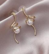 S925银针韩国轻奢高级感个性扭曲珍珠新款秋冬气质耳环耳钉